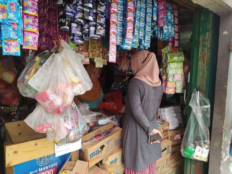 Modal Dana Usaha Zakat Sukses, Ibu Dewi Siap Berjualan ...